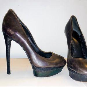 Black leather pump/ fluorescent platform and heel